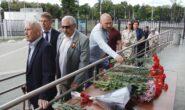 Возложение цветов к мемориальной доске ОМСБОН